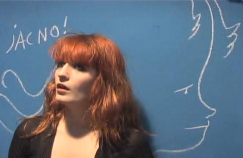 Florence Welch et un dessin de Castelbajac en hommage à Jacno