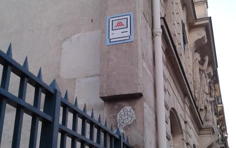 Street art à Paris - envahisseur Mac