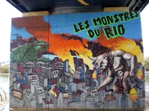 Street art à Séville - les monstres de Rio