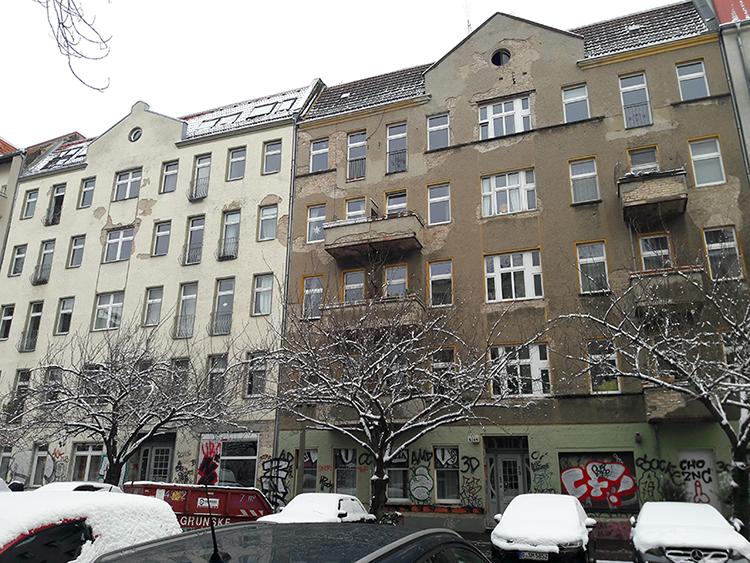 Deux immeubles en sale état près du Mauer Park